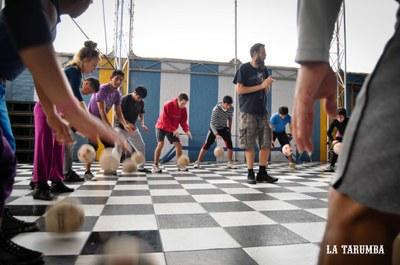 Primavera Tarragonajove presenta Bàsket Beat, una activitat on els joves fan música amb pilotes de bàsquet