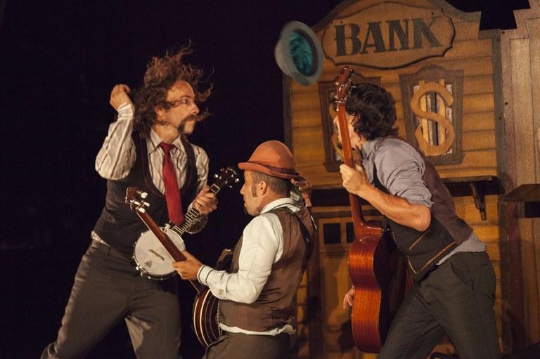Nits de dansa, circ i malabars a l'Espai Jove La Palmera