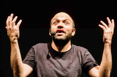 """Miguel Noguera porta el seu """"Ultrashow"""" a l'Espai Jove Kesse"""