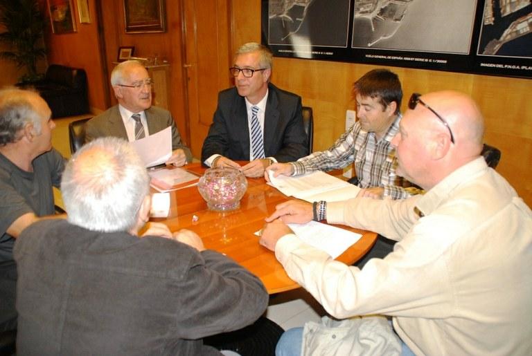L'alcalde es compromet a crear una línia d'ajudes a les persones amb ingressos inferiors al salari mínim per pagar els impostos i taxes