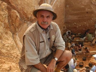 El plenari de l'Ajuntament aprova per unanimitat nomenar Fill Adoptiu de la Ciutat a l'arqueòleg Eudald Carbonell