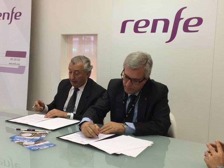 L'Alcalde Ballesteros signa un conveni amb Renfe Viajeros que oferirà descomptes de fins a un 30%