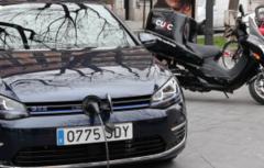 Més de 30 expositors de vehicles elèctrics, híbrids i alternatius omplen la Rambla durant les jornades de Mobilitat Intel·ligent de Bioeconomic'16
