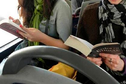 Fins a 100 llibres disponibles als busos de Tarragona per fomentar la lectura amb Abacus Cooperativa