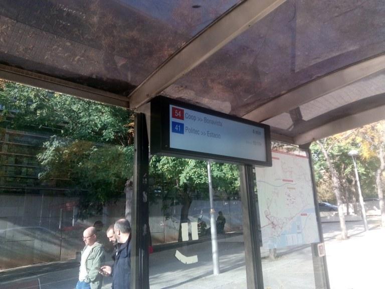 Instal·lats els 5 nous panells d'informació a les parades d'autobús de l'EMT
