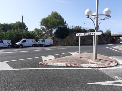 Comencen les obres per la instal·lació de dos semàfors a Cala Romana