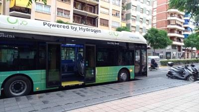Els conductors de l'EMT proven un autobús d'hidrogen pels carrers de la ciutat