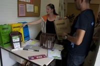Campanya de foment de la recollida selectiva de la matèria organica i contenidors soterrats - Informació en un local d'AAVV