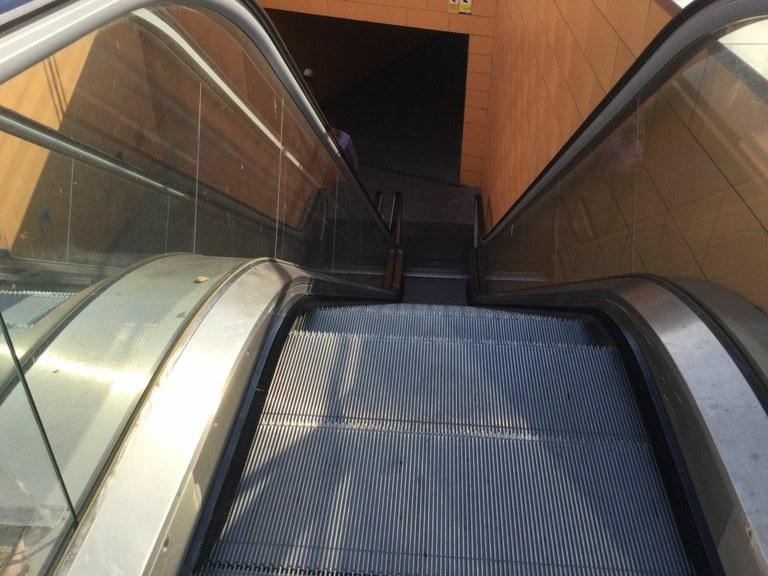 L'Ajuntament de Tarragona arranjarà les escales mecàniques de la plaça dels Carros