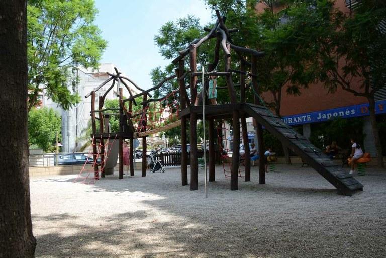 El parcs infantils de la plaça Josep Maria Salvadó Urpí i el de l'avinguda Sant Salvador amb el carrer Alsina del Mas, a punt