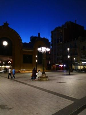 El fanal del banc de marbre de la plaça Corsini ja s'encén