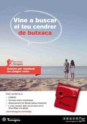L'Ajuntament distribueix 8.000 cendrers de butxaca per evitar les burilles a les platges de la ciutat