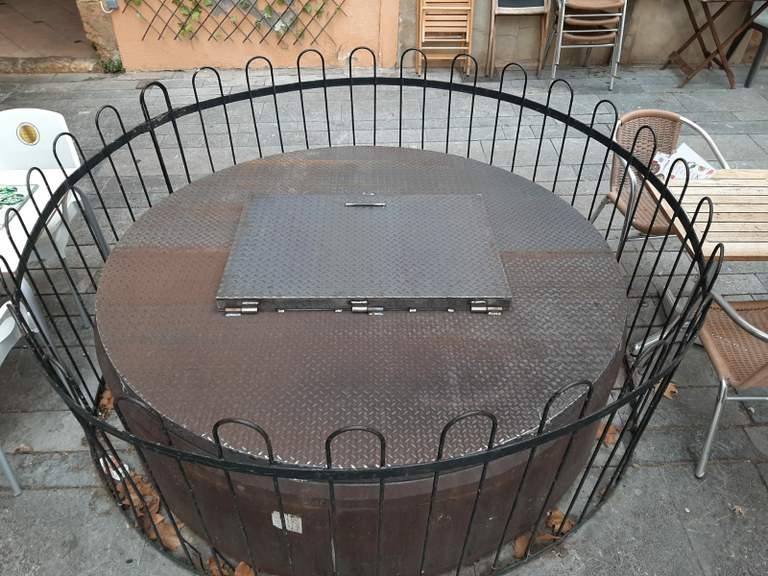 Reparada la coberta del pou de la plaça del Rei