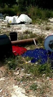 L'Ajuntament de Tarragona investiga un abocament de productes químics en un descampat de Bonavista
