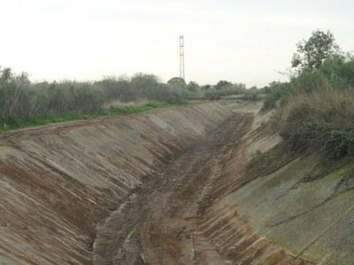 L'Ajuntament de Tarragona realitza treballs de neteja i condicionament a la riera de Riu Clar