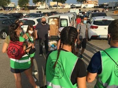 Reparteixen 60.000 bosses de compostatge al mercadet de Bonavista