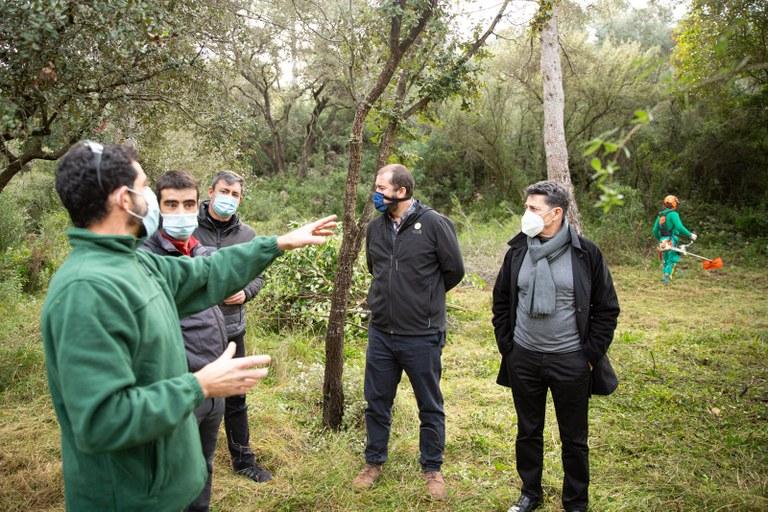 Divuit persones del Pla d'ocupació municipal d'àmbit forestal treballen aquest mes de desembre al Pont del Diable