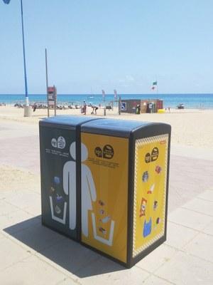 L'Ajuntament de Tarragona instal·la dues papereres compactadores a la platja de l'Arrabassada
