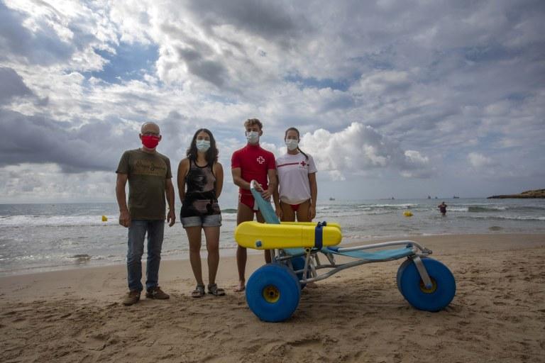 Les platges de Tarragona ja compten amb una cadira amfíbia infantil