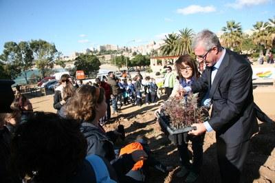 400 escolars planten més de 1.400 plantes autòctones i altres exemplars a la Festa de l'Arbre