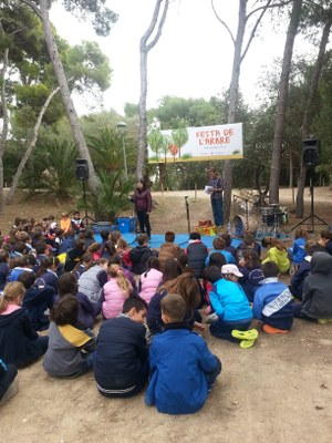 Un centenar d'infants han participat a la Festa de l'Arbre