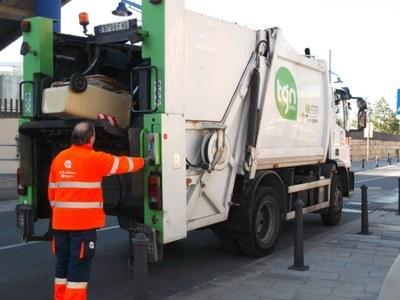 Dilluns no hi haurà servei de recollida comercial de paper, cartró i vidre, així com deixalleries mòbils ni recollida de mobles