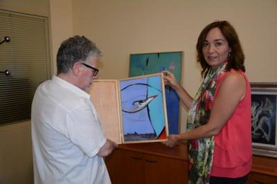 L'artista Josep M. Rosselló dóna l'obra 'L'ocell' al Museu d'Història
