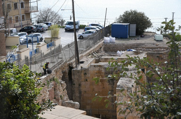 Inicien les obres de reforç i restauració del mur perimetral de l'amfiteatre