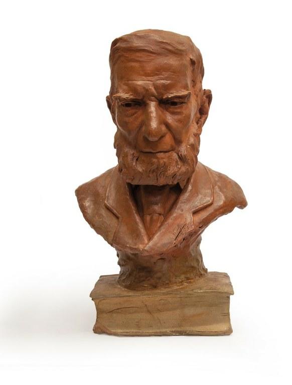 La peça del mes: 'Quan els objectes parlen', un bust de Bonaventura Hernández Sanahuja