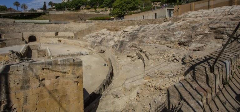 Inicien les obres de fixació de la roca original de l'Amfiteatre