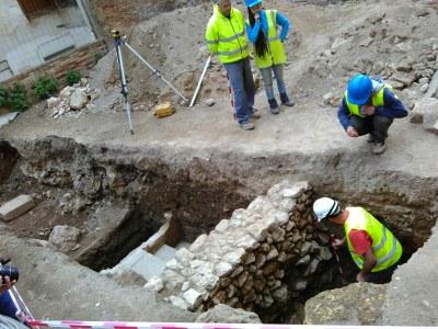 Els primers treballs arqueològics al carrer Ferrers evidencien part de la graderia del Circ