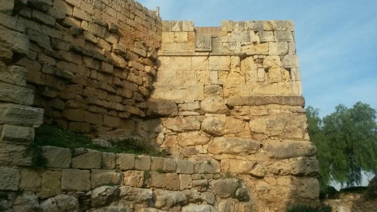 Patrimoni duu a terme la neteja de dos trams de la Muralla