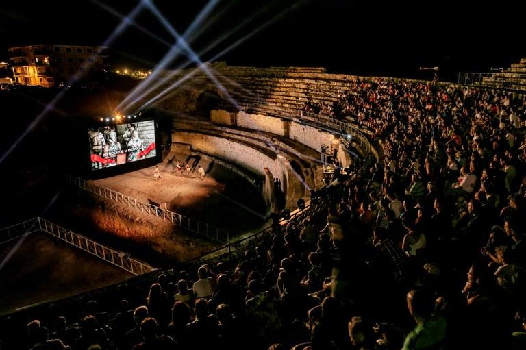 Tarragona Turisme omple les nits d'estiu a l'Amfiteatre amb l'espectacle de gran format 'Amfiteatrvm' i visites noctures amb projecció audiovisual