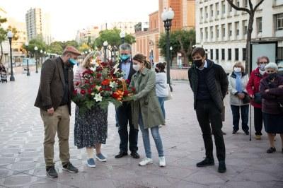 Ofrena floral a l'estàtua de Lluís Companys en el 80è aniversari del seu afusellament
