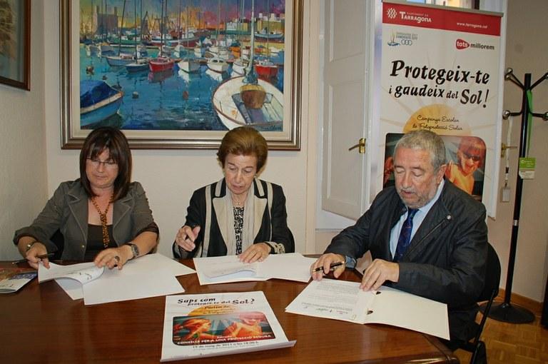 L'Ajuntament, l'Associació Espanyola contra el càncer i el col·legi de Farmacèutics signen un conveni de col·laboració per fomentar la prevenció del càncer