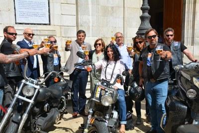 """Els moters de la campanya """"En la carretera, cerveza sin"""" arriben a Tarragona"""