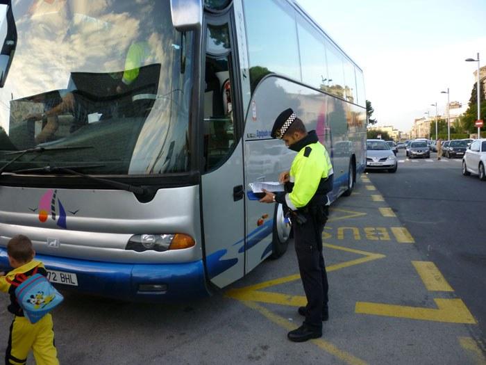 La Guàrdia Urbana inicia una campanya de seguretat al transport col·lectiu escolar