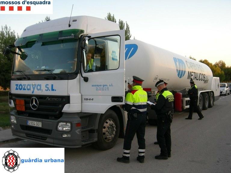 Denunciats 26 conductors de camions de matèries perilloses per circular per trams urbans de Tarragona