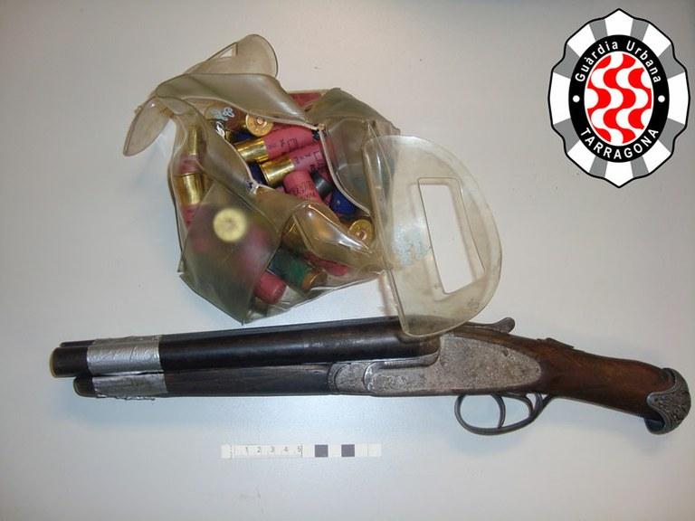 Detinguts dos individus per un presumpte delicte de tinença il·lícita d'armes
