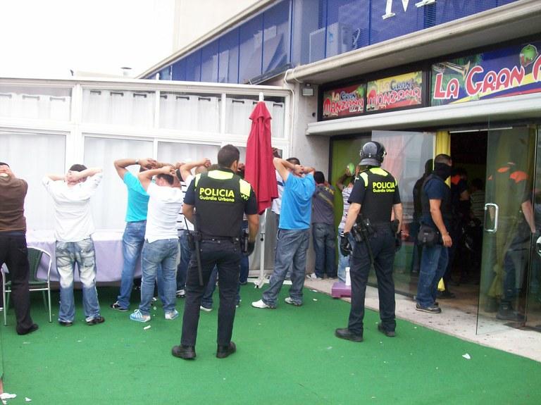 La Guàrdia Urbana i Mossos d'Esquadra realitzen un dispositiu especial conjunt al mercat de Bonavista