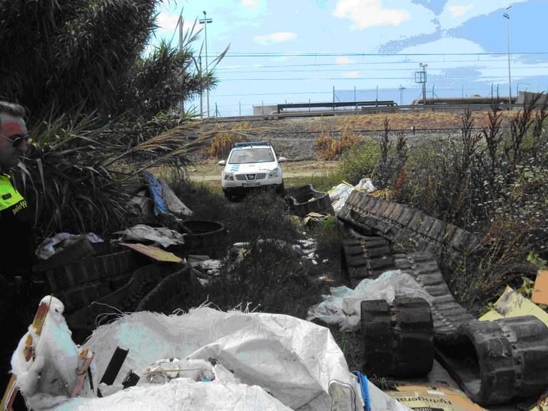 La Unitat de Medi Ambient de la Guàrdia Urbana localitza un abocador incontrolat