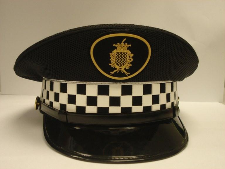 Quatre joves detinguts aquesta matinada per intentar robar una moto al carrer López Peláez