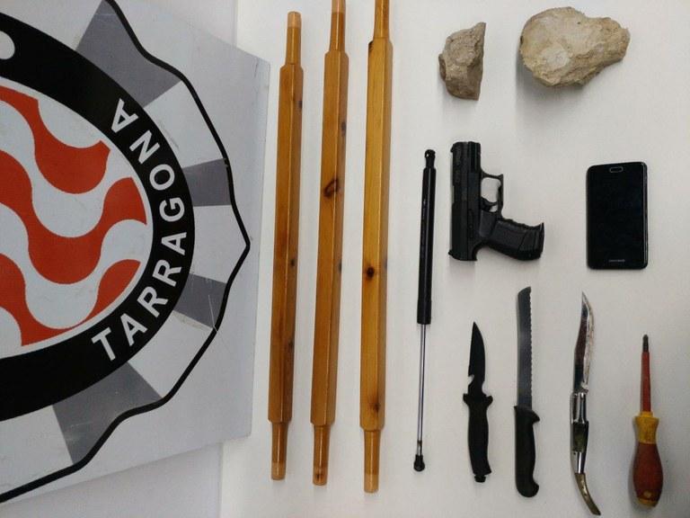 Cinc detinguts per un delicte de tinença il·lícita d'armes i desordres públics
