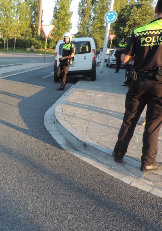 Detingut per amenaces i danys a un vehicle