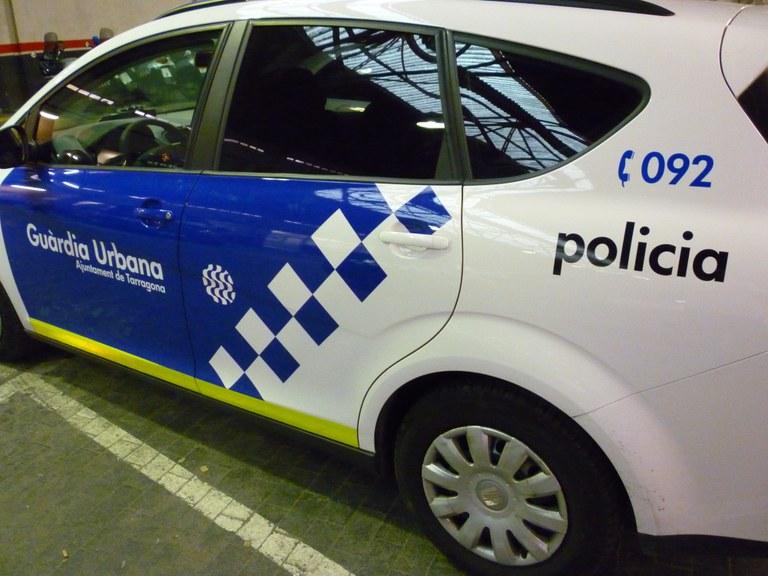 Tres detinguts per robatoris en contenidors de roba usada