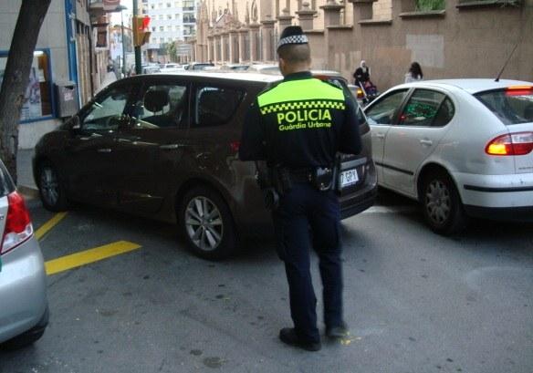 Detingut per un delicte de danys a 6 vehicles estacionats