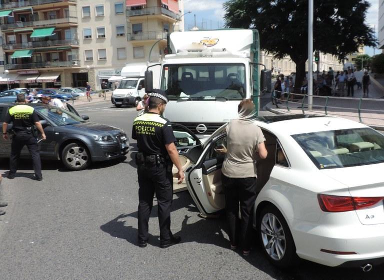 Diligències a un conductor per provocar un accident de trànsit i donar positiu amb 1,19mg/l