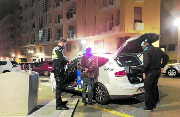 La Guàrdia Urbana deté 2 individus per cerca i captura
