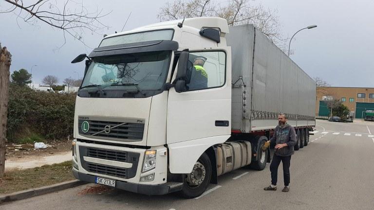 Denunciat per manipulació del tacògraf digital i immobilització del camió
