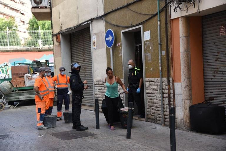 Desallotjades 34 persones del número 2 del carrer Sant Andreu del Serrallo